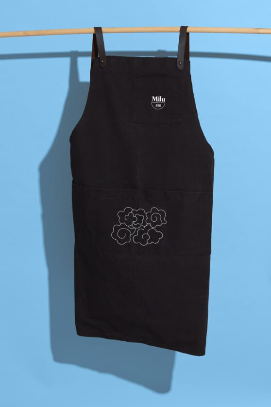 milu black apron graphic